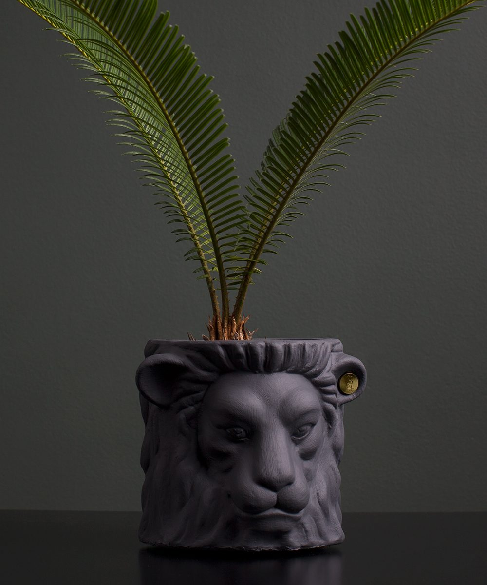 lion pot grey small with flower